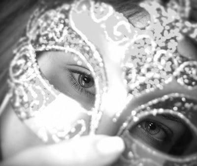 Maske in pravi jaz