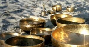 Zvočna masaža s himalajskimi pojočimi posodami