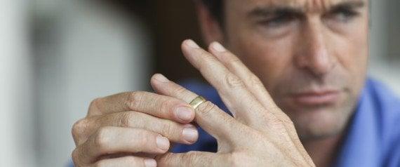 Zakaj moški težje prenesejo ločitev