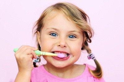 Fluor potreben pri otrocih clanek m