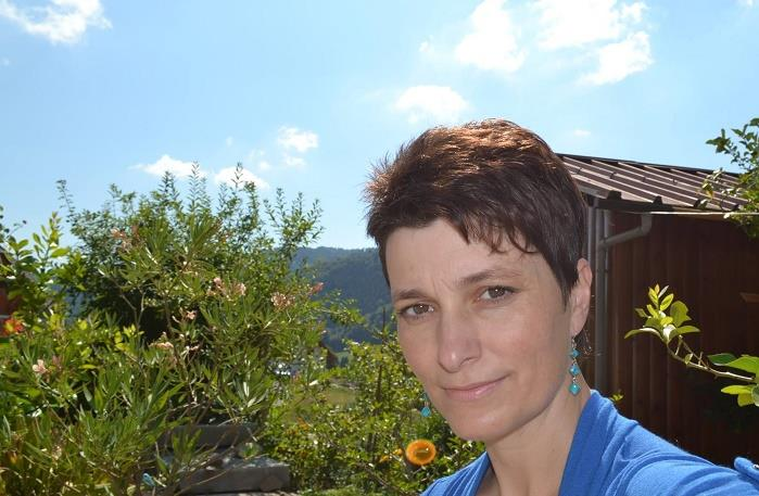 dr. Kristina Knific