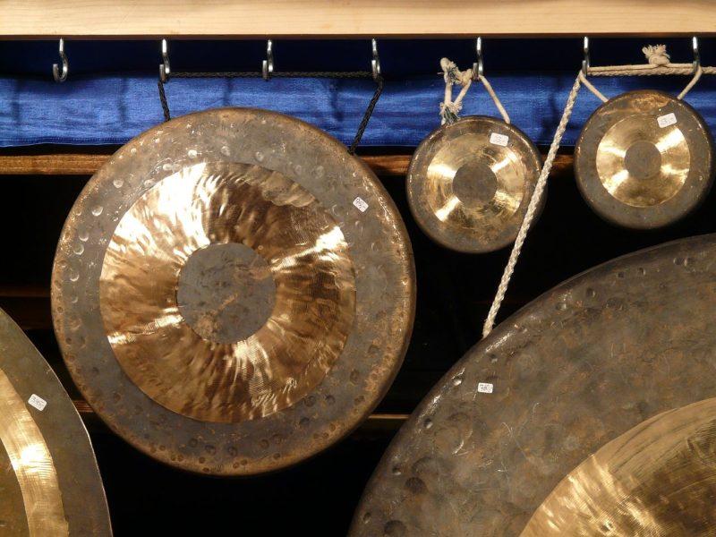 Zvočna masaža s himalajskimi pojočimi posodami 1