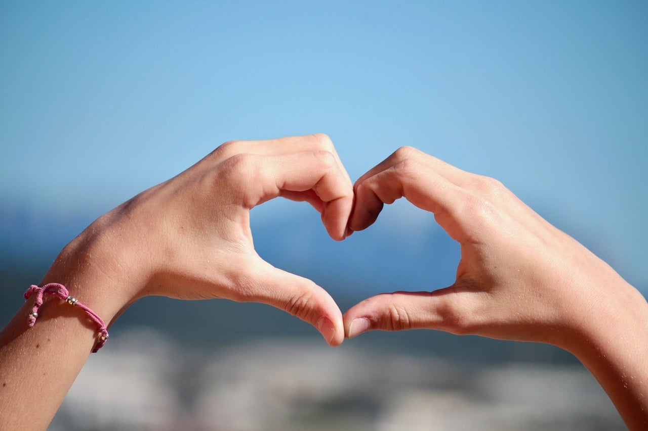 Ob mlaju... nekaj bo v zraku… Ljubezen 4