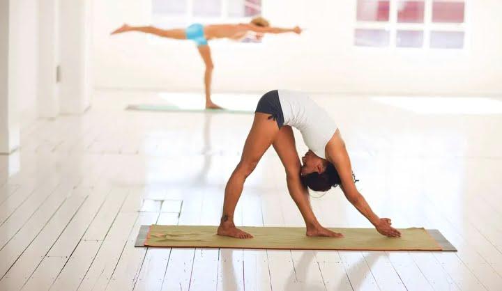 Hormonska joga odpravlja depresijo in oživi delovanje čaker 2
