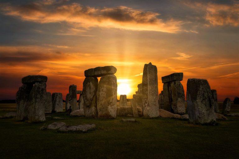 stonehenge-4614639_1920-f758772b
