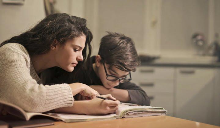 """Sorojenci: """"Šola"""" življenja in odraščanja 6"""