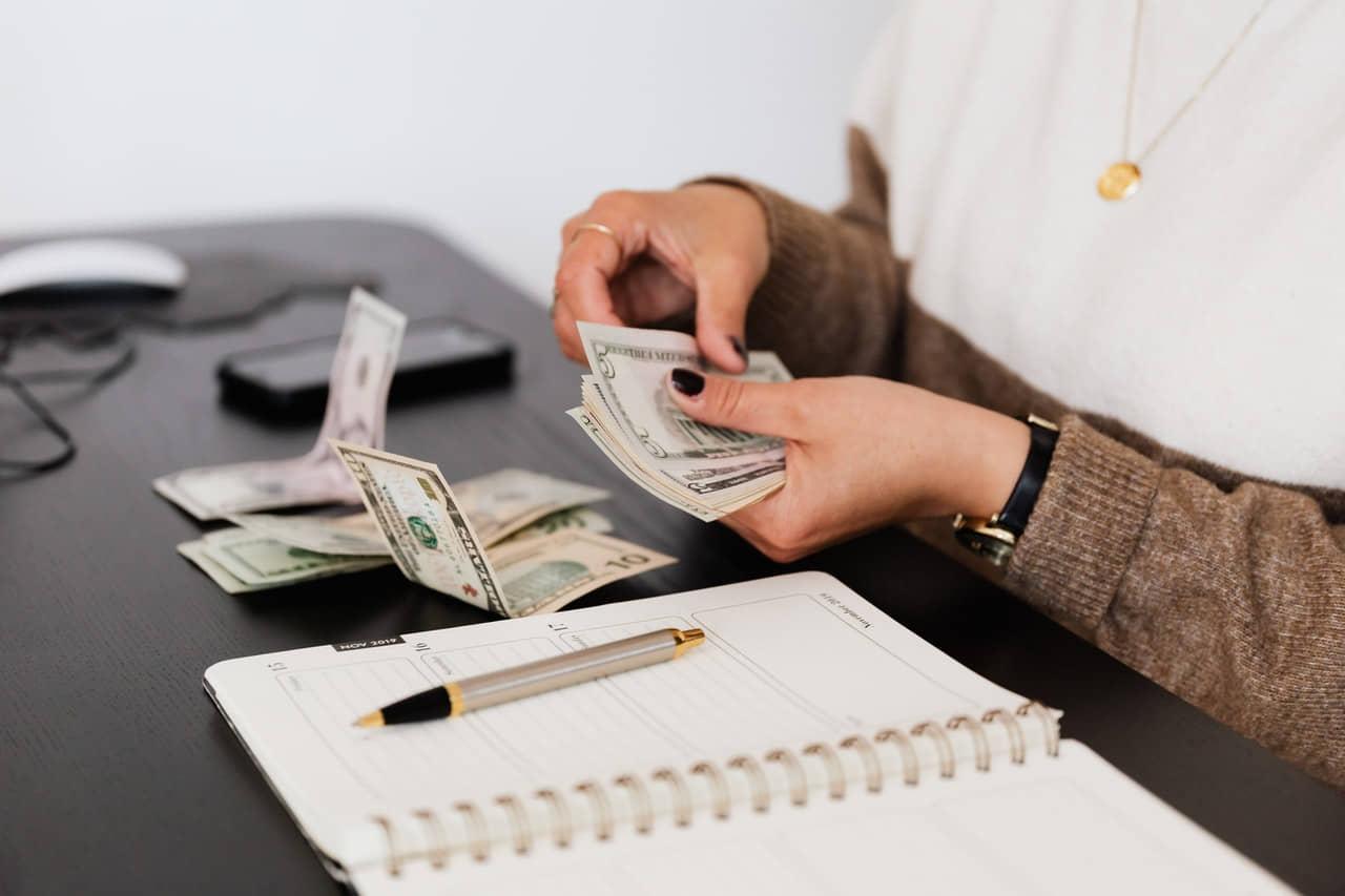 Česa nas o denarju niso naučili naši starši, pa bi morali?