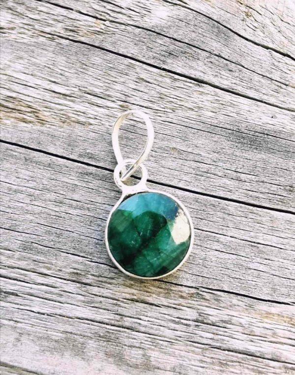 Obesek smaragd 1
